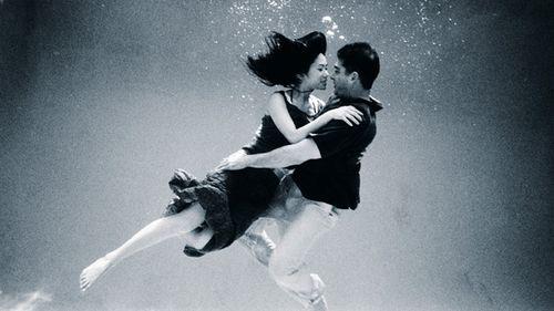 Underwater bride and groom 2