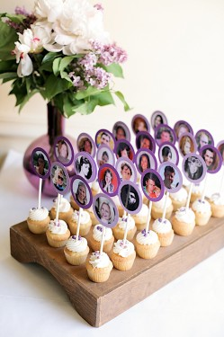 Cupcake photo escort cards