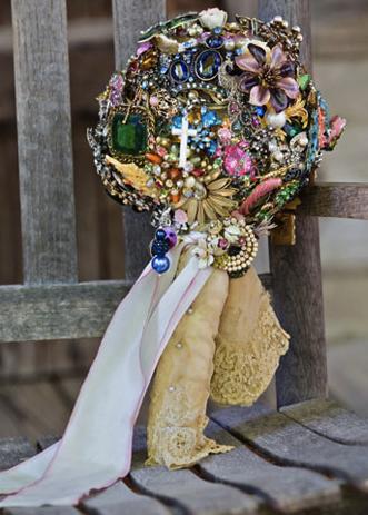 Miranda Lambert brooch bouquet