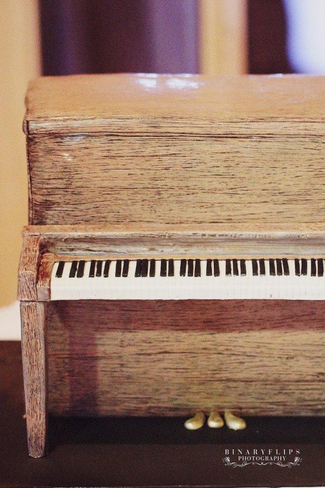 Piano grooms cake